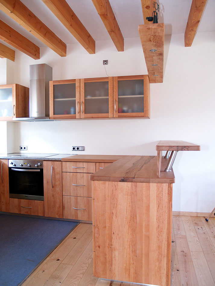 Küchen mit esstheke  Küchen - Tischlerei am Hof - Massivholzbau: Treppen, Türen, Küchen ...