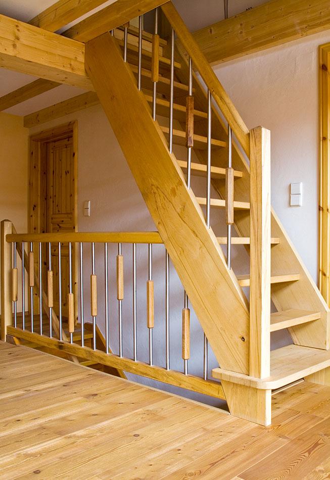 Treppen - Tischlerei Am Hof - Massivholzbau: Treppen, Türen
